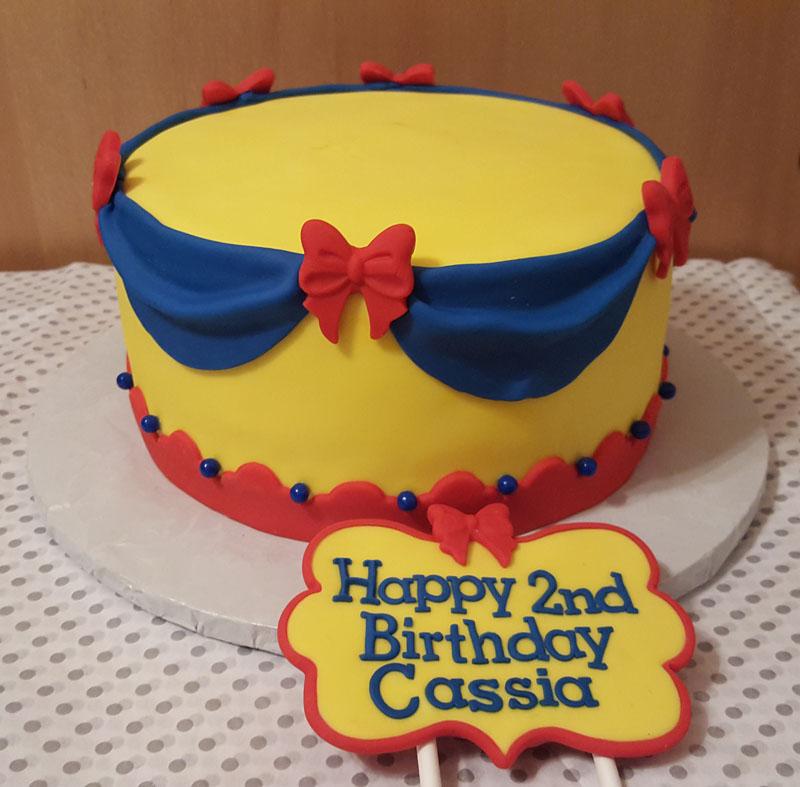 Pleasing Snow White Cake Vero Cakes Funny Birthday Cards Online Alyptdamsfinfo