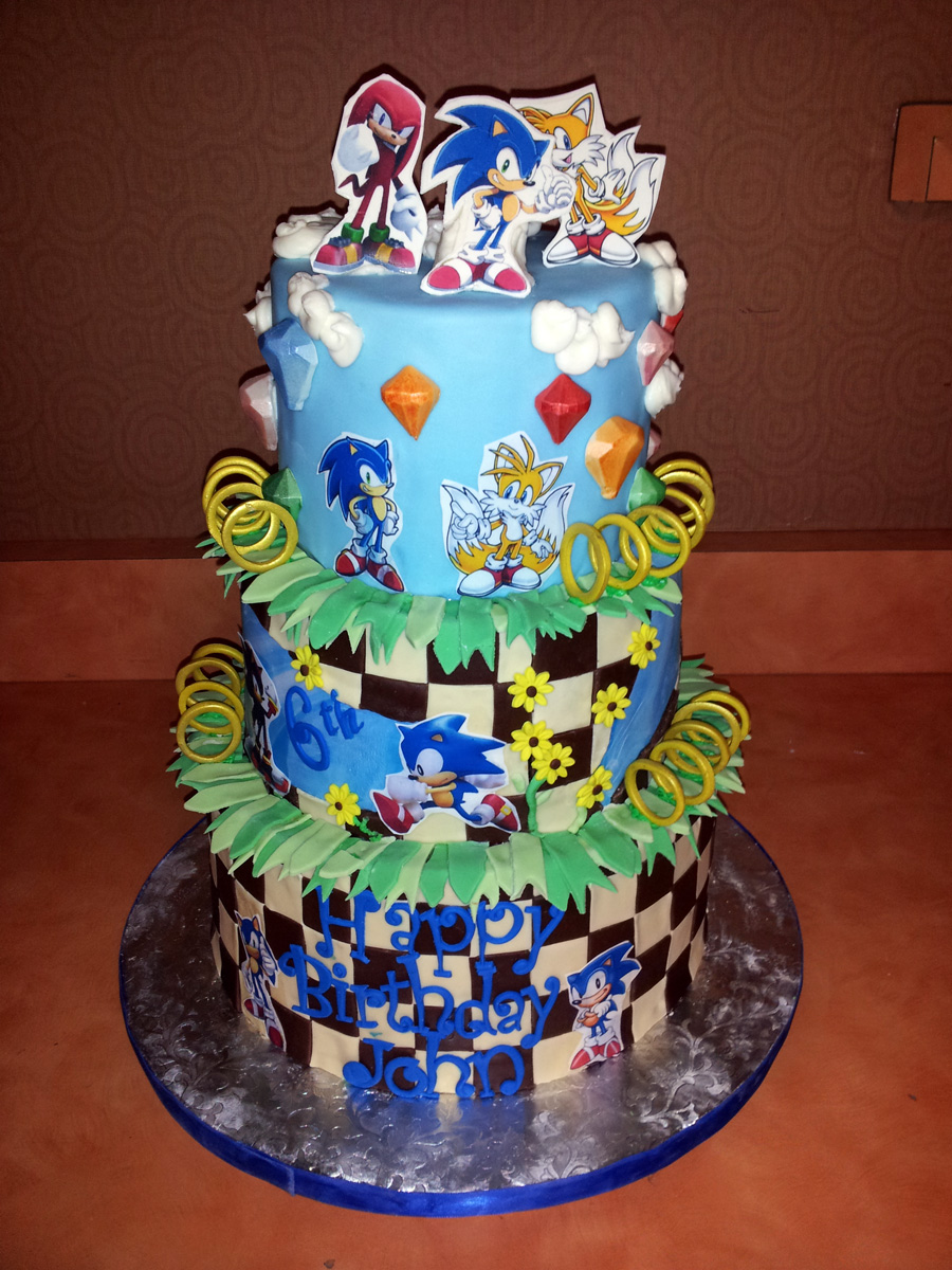 Sonic Character Cake